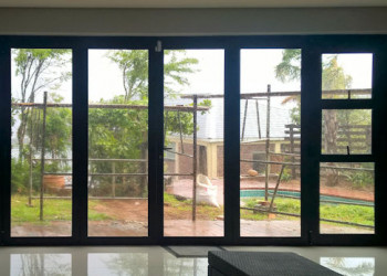 aluminium folding doors with insert windows